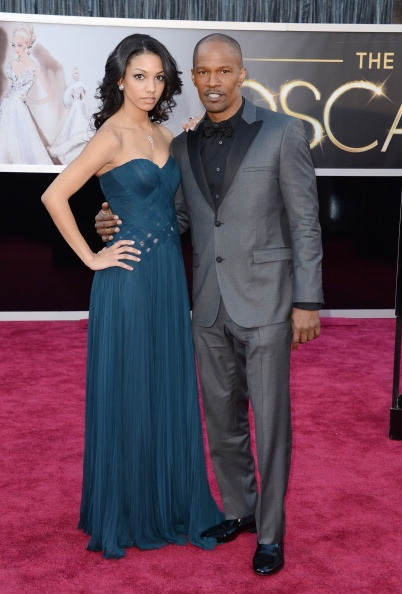 tuxedos vs suits : Jamie Foxx plays with convention by wearing a grey tux to the Oscar